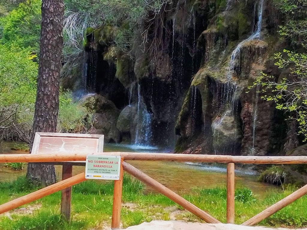 Nacimiento del Río Cuervo rebosante de agua