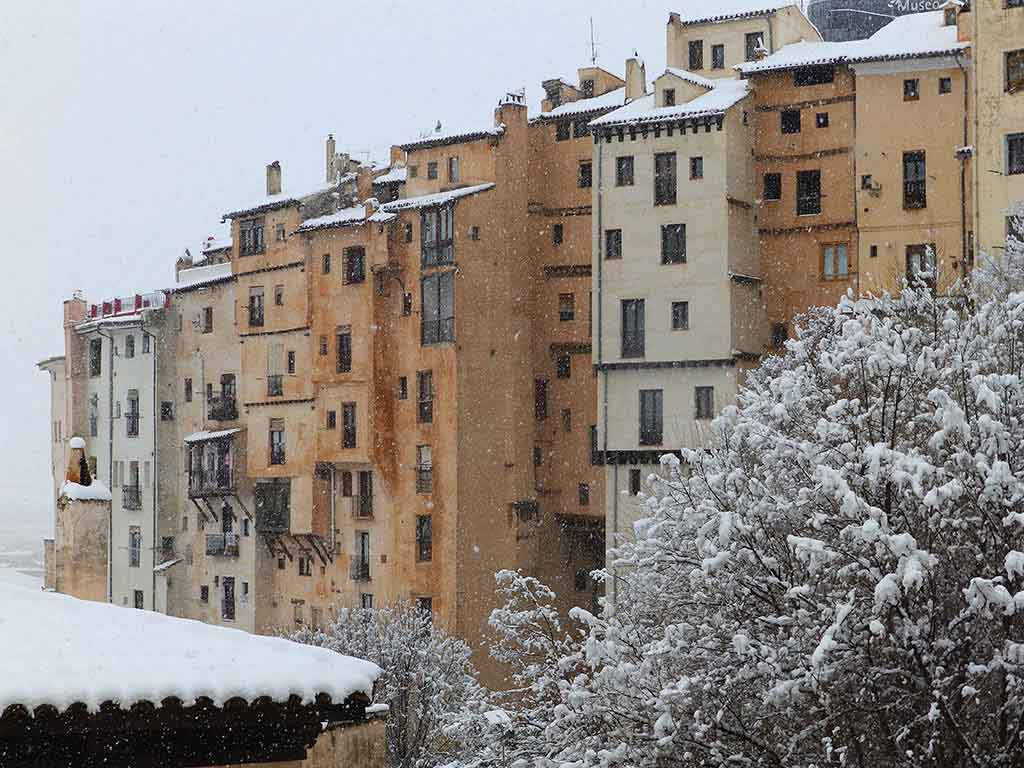 Rascacielos de Cuenca nevando